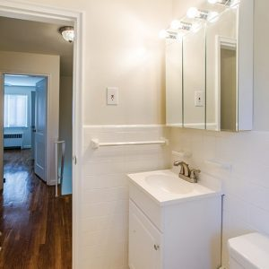 Red Bank Terrace Apartments bathroom